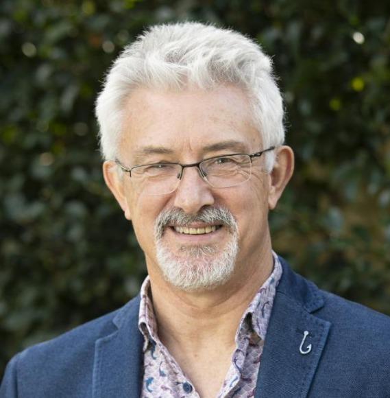 Dr David Robertson